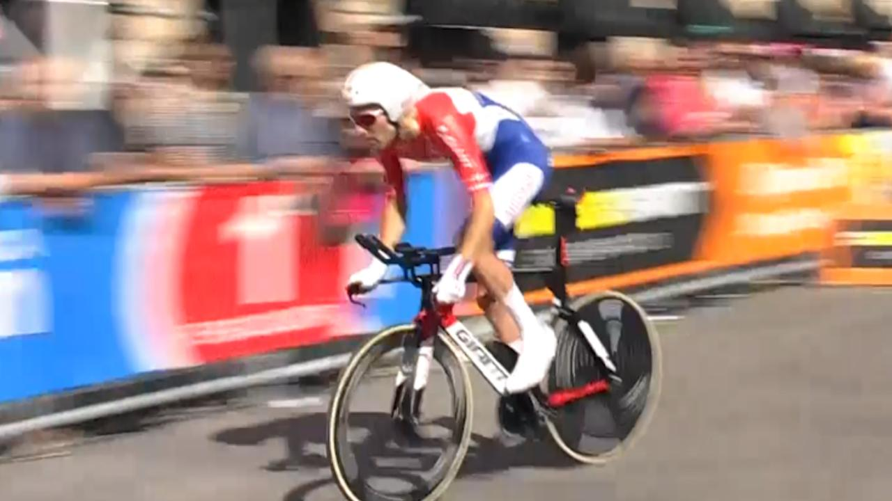 Samenvatting Giro: Dumoulin verovert leiderstrui
