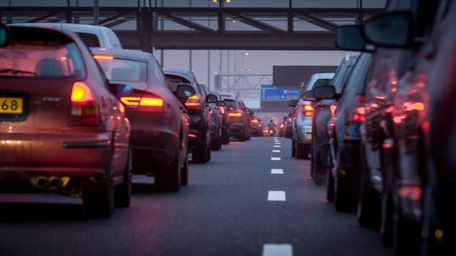 Lange files op A4 en A9 door ongevallen