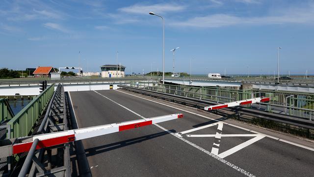 Brug Afsluitdijk tot maandag na spits dicht