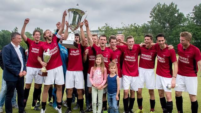FC Rijnvogels wint eerste Koetshuis Cup
