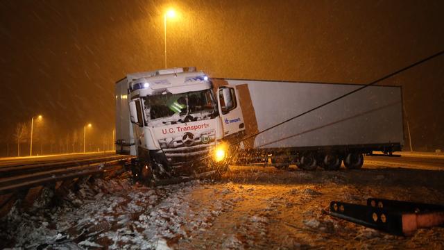 Veel ongevallen en files in oosten en zuiden door sneeuwval