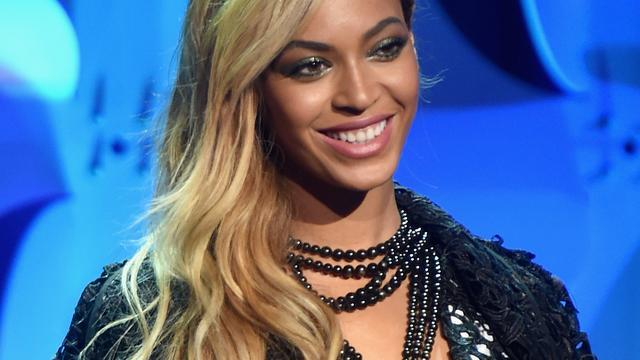 Beyoncé verrast brandslachtoffer met kaartje