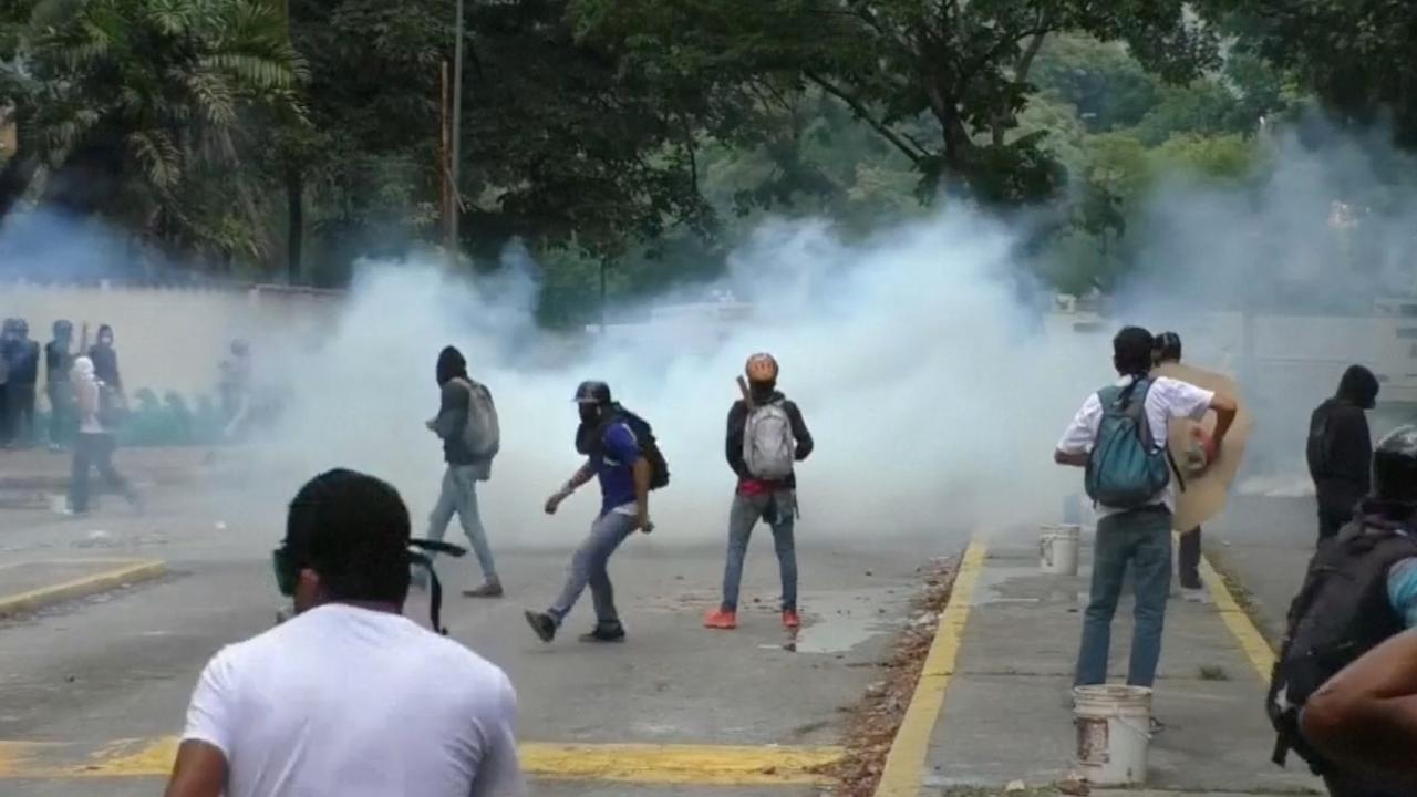 Politie vuurt traangas af bij nieuwe demonstraties Venezuela