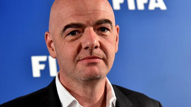 FIFA-voorzitter dringt aan op nader onderzoek risico's rubberkorrels kunstgras