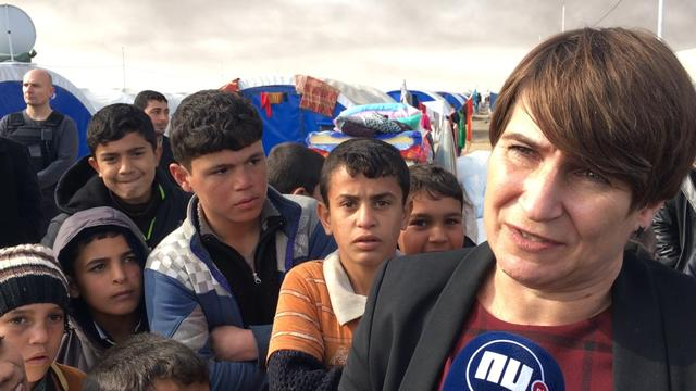Minister Ploumen bezoekt vluchtelingenkamp nabij Mosul