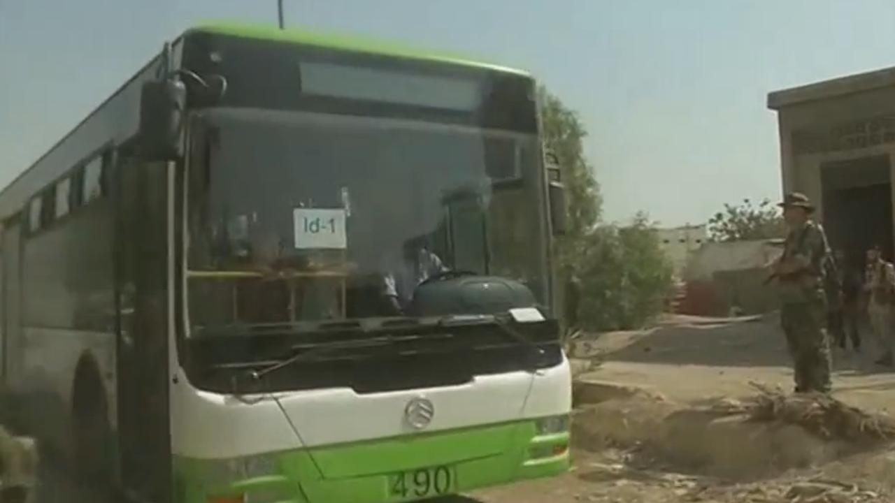 Eerste inwoners belegerde buitenwijk Damascus geëvacueerd