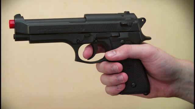 Jongen (15) met nepwapen aangehouden