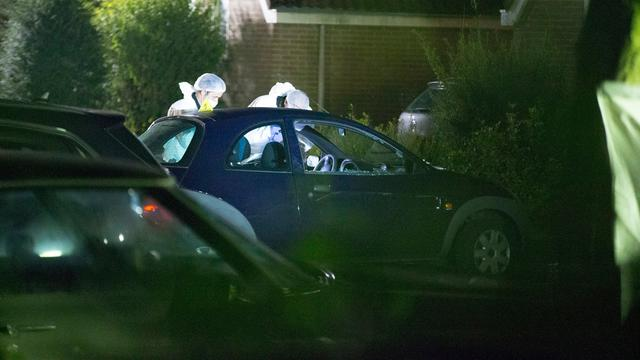 Politie toont foto dader liquidatie bij woning Huizen