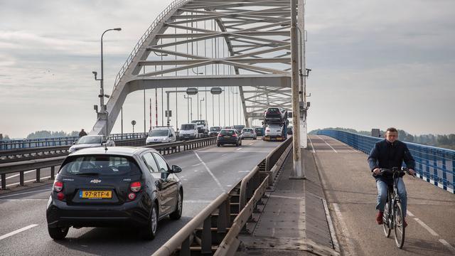 Merwedebrug vanaf volgende week weer open voor vrachtverkeer