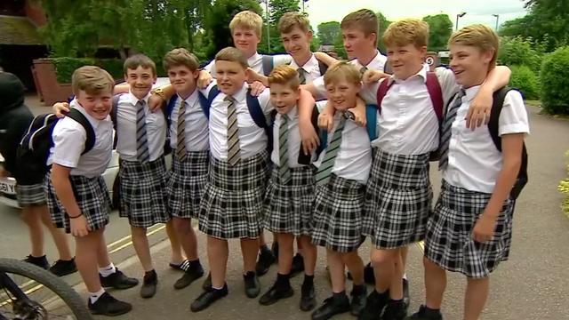 Britse jongens dragen rokjes uit protest op verbod korte broek