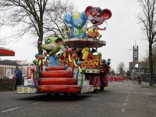 Wind geen gevaar voor de hoge wagens in de optocht van Prinsenbeek