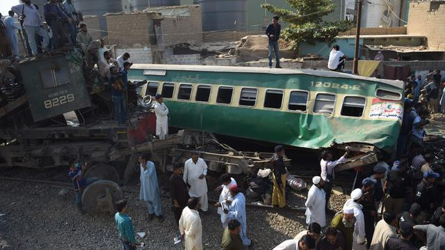 21 mensen omgekomen bij treinbotsing in Pakistan
