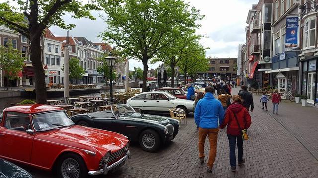 Roze rally doet Leiden aan