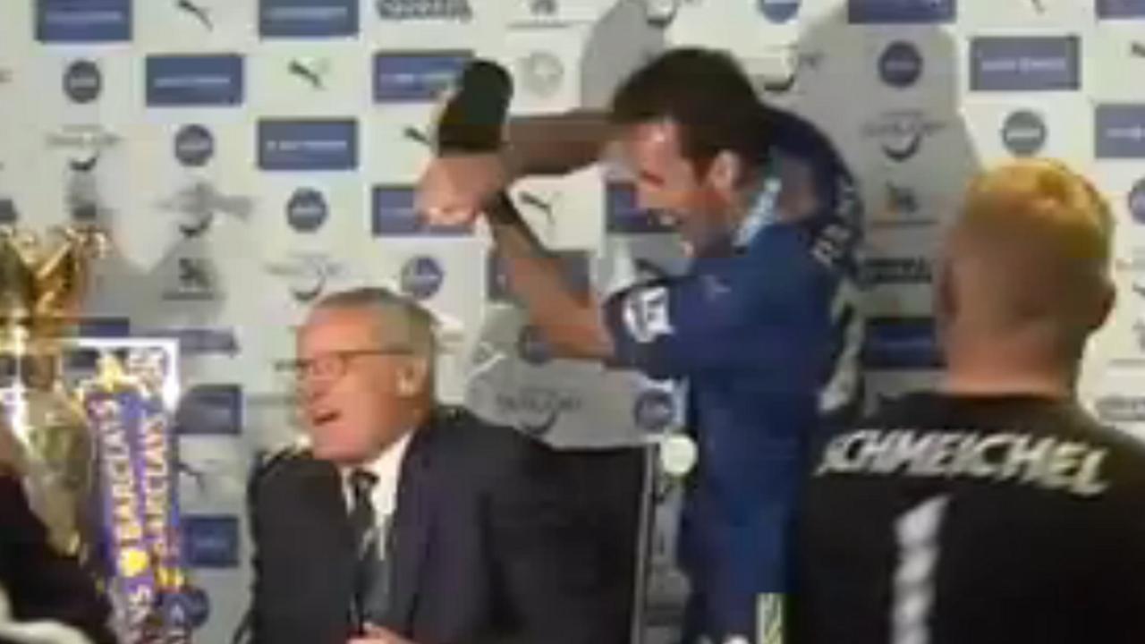 Leicester-coach Ranieri krijgt champagnedouche
