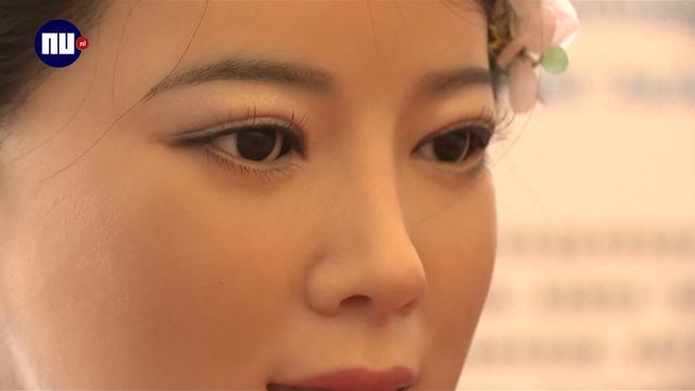 Menselijke robots op Chinese robotbeurs