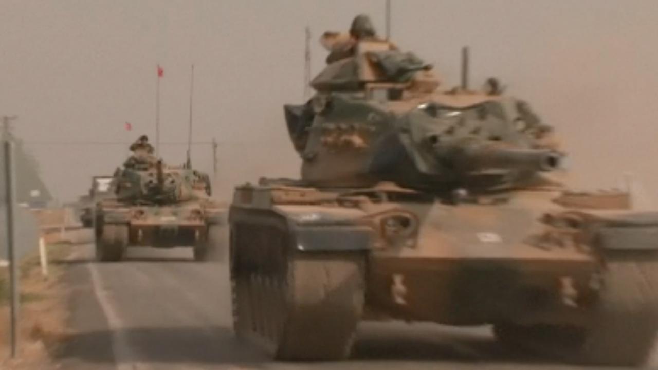 Turkse tanks steken grens met Syrië over voor offensief