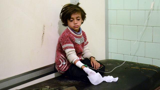 Tientallen doden door nieuwe luchtaanvallen bij ziekenhuis Aleppo