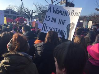 Duizenden vrouwen protesteren op Museumplein