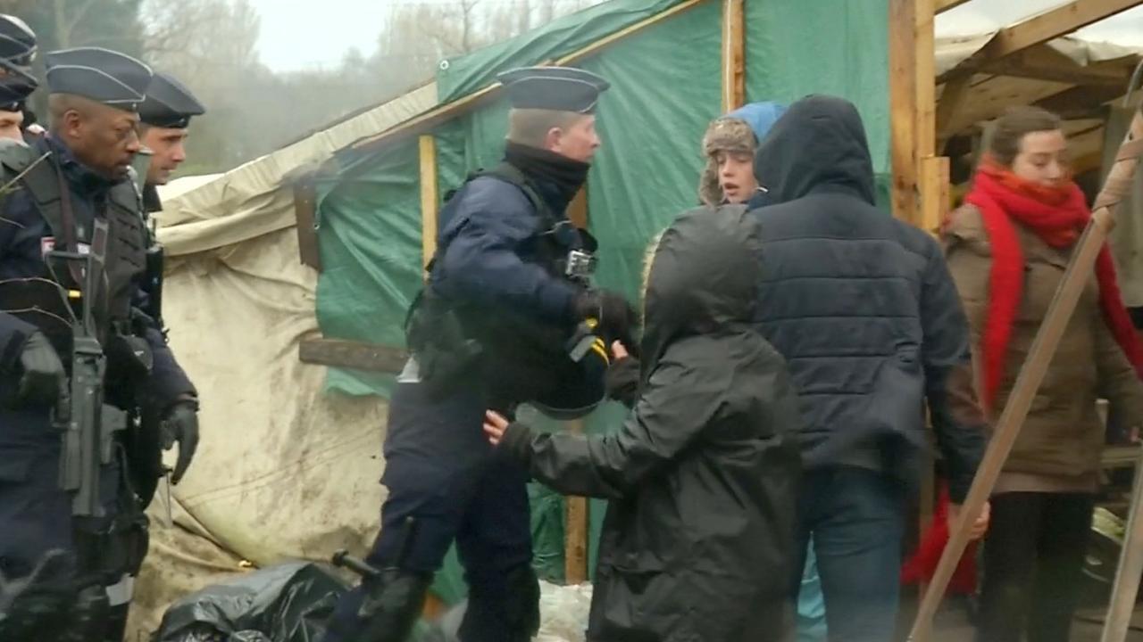 Franse politie ontruimt 'jungle' Calais