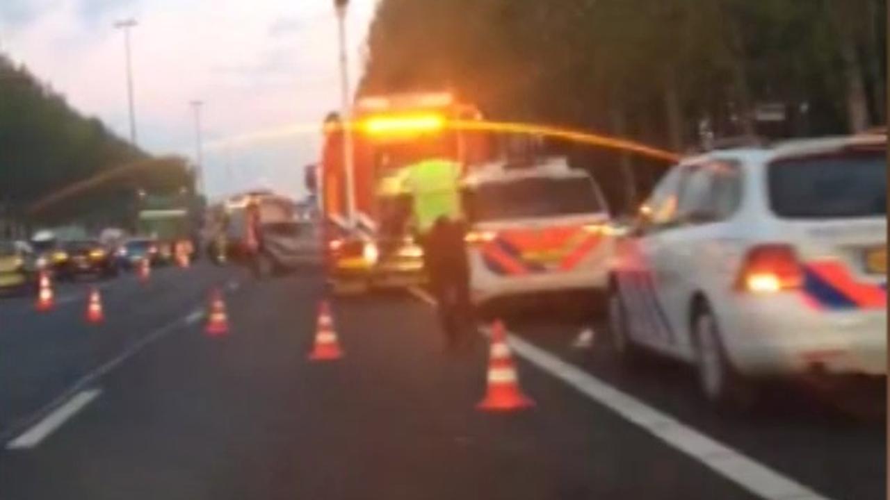 File op A2 bij Deil door ongeluk met meerdere auto's