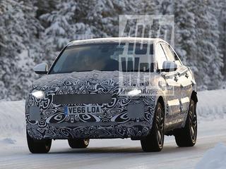 Jaguar werkt aan een SUV onder de F-Pace. Hier zijn de eerste spionagebeelden van de E-Pace.
