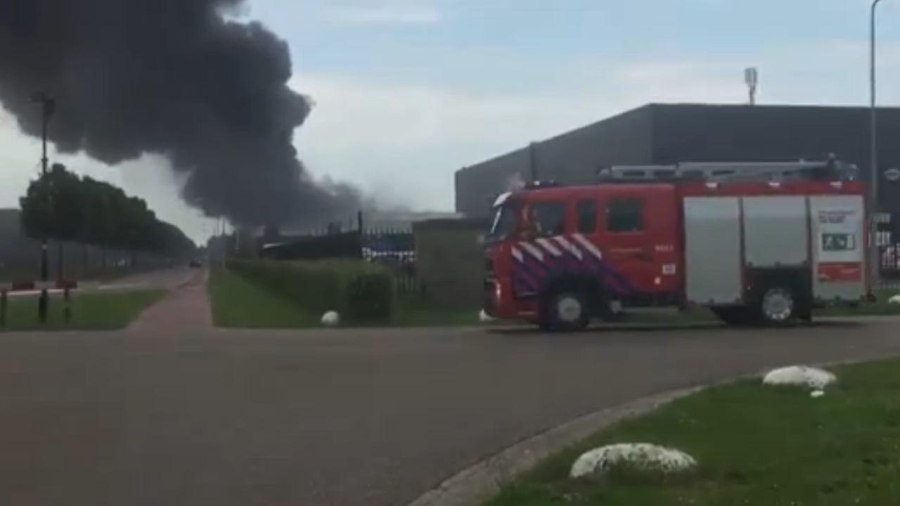 Grote brand bij recyclingbedrijf in Waalwijk