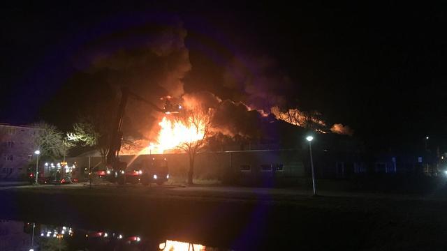 Grote brand verwoest leegstaand zwembad culemborg nu het laatste nieuws het eerst op - Omtrek zwembad ...