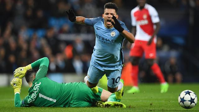 Aguero wil penalty, maar krijgt geel