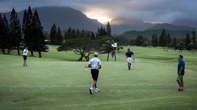 President Obama maakt chip van 13 meter in Hawaï