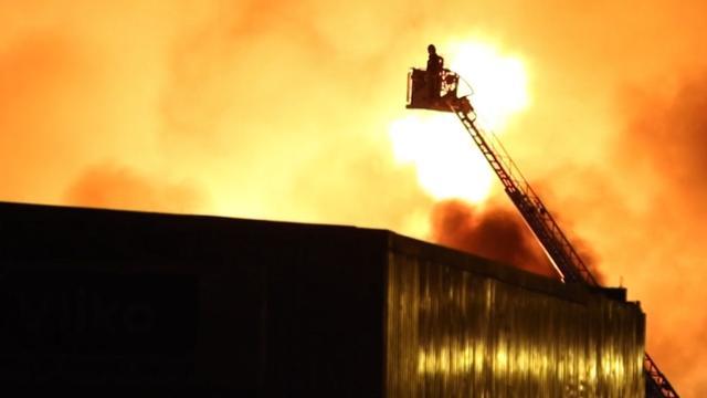 Onderzoek naar vrijkomen schadelijke stoffen brand Leiderdorp