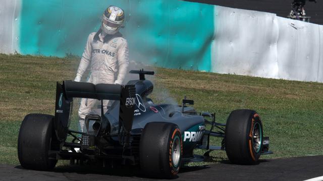 Hamilton heeft spijt van insinuerende uitspraken over Mercedes