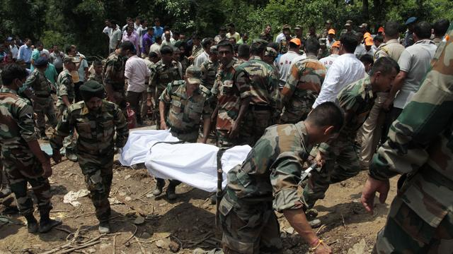 Tientallen doden bij aardverschuiving in India