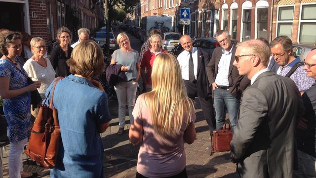 Leids College fietst door Leiden Noord