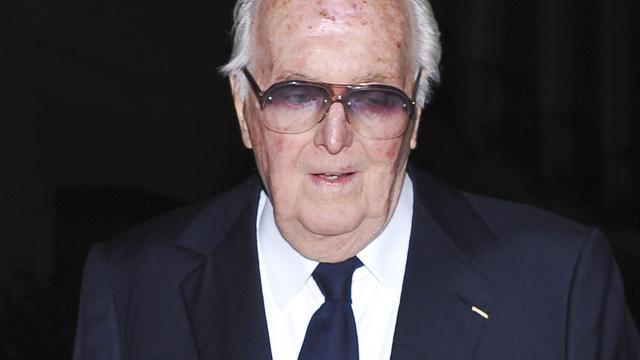 Couturier Hubert de Givenchy richt zelf expositie Gemeentemuseum in