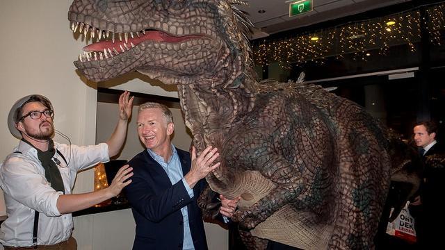 Prehistorische vacature: lopen in een T. rex-kostuum