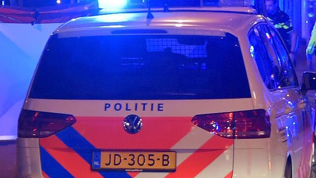 Politie rijdt voetganger aan op zebrapad in Klazinaveen