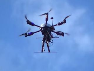 Drone kan reddingspakketten dragen en haaien spotten