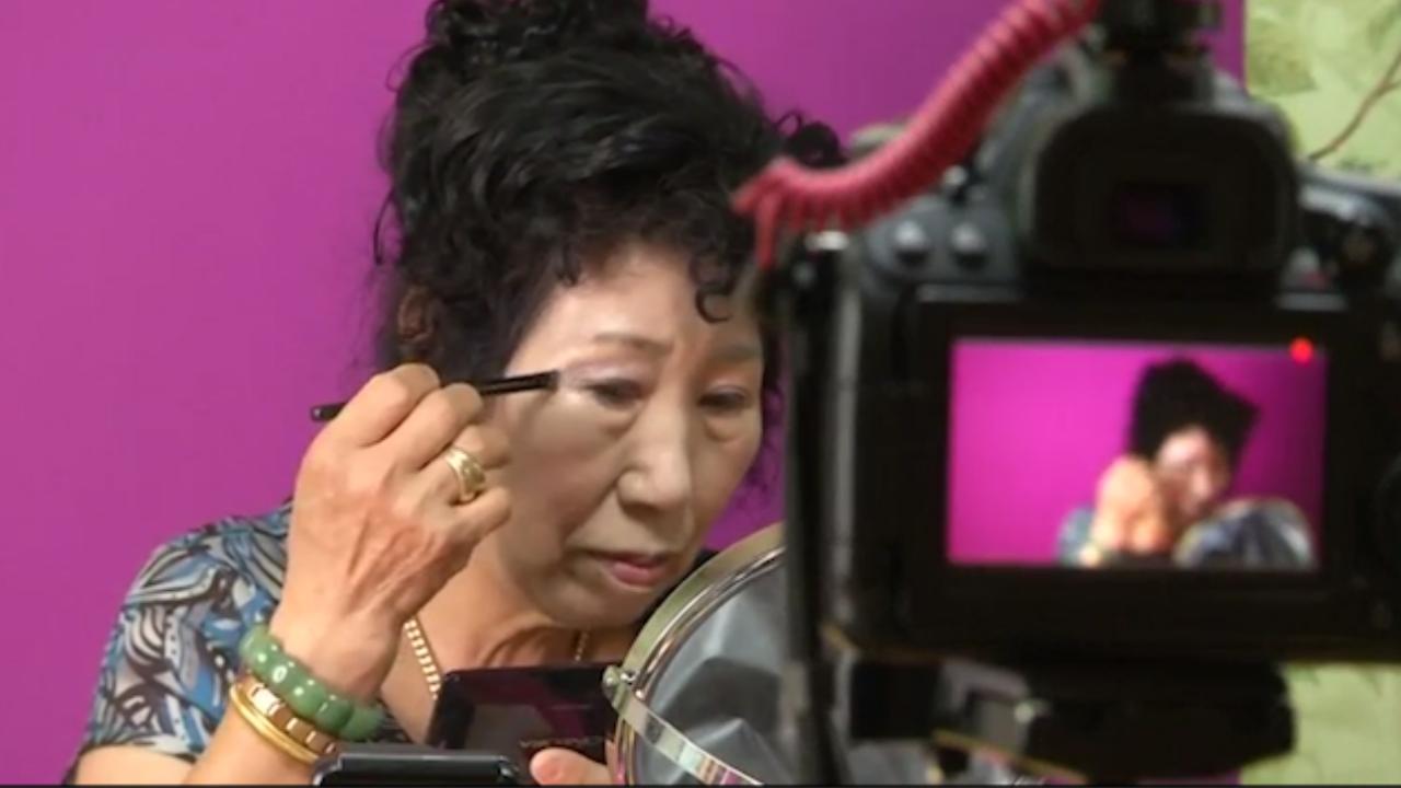 70-jarige Zuid-Koreaanse vrouw is internethit door make-up