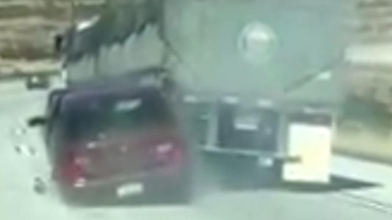 Auto honderden meters meegesleurd door vrachtwagen in Californië