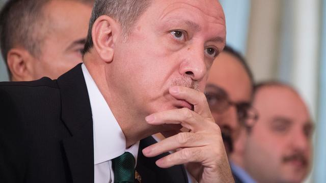 Duitse presentator krijgt politiebescherming na gedicht over Erdogan