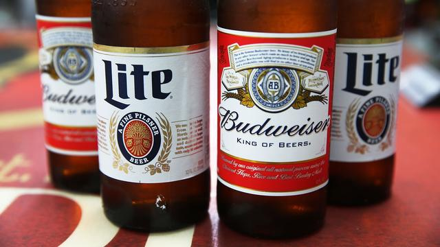 Grootste bierbrouwer blijft AB InBev heten na overname