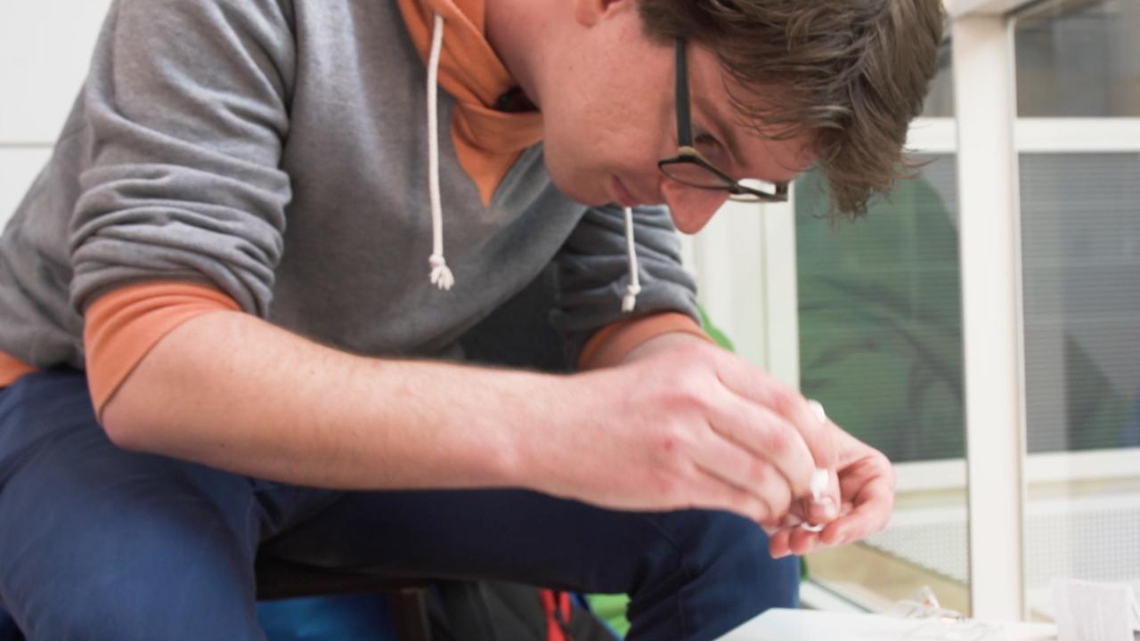 Prul of Praal? Slimme nagel met nfc-chip