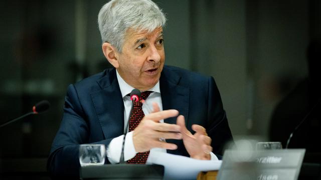 Minister Plasterk moet getuigen in zaak Jos van Rey