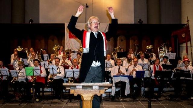 Dirigent Wim de Ru duikt op in Pop-Up Warenhuis Leiden