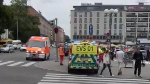 Finse politie zet deel plein in Turku af na mesaanval