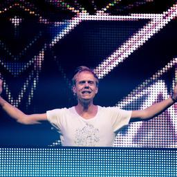Armin van Buuren en Kensington krijgen platina plaat
