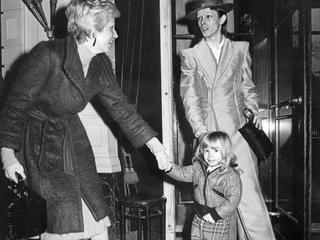 Angie Bowie pas laat over dood popster geïnformeerd