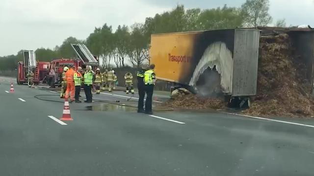 Politie zet deel A50 af na ravage door brand in mestwagen