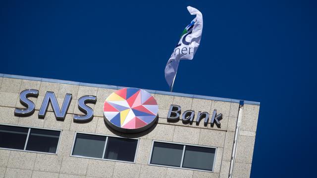 Minister wacht met besluit over toekomst SNS Bank