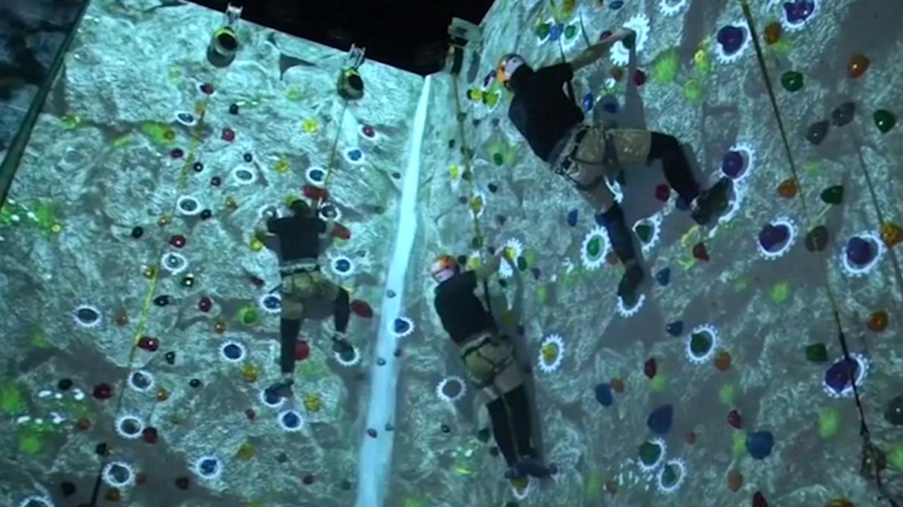 Video: Racen, vliegen en klimmen in enorme VR-gamehal